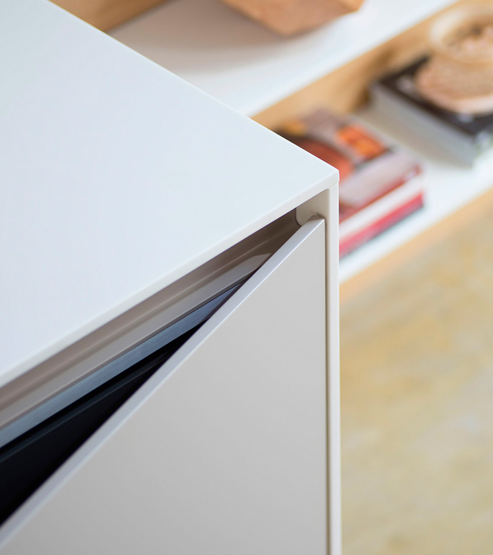 Freestanding modern kitchen in Corian | TM Italia 2018 Kitchens Collection - TM_CAT_K6_DETTAGLIO-CONCEPT-1-1
