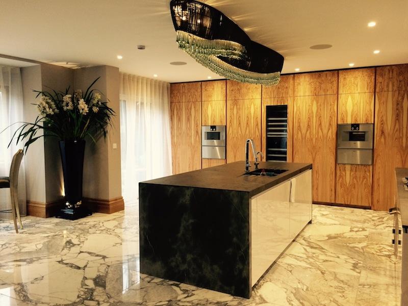 Il legno di olivo per una cucina su misura