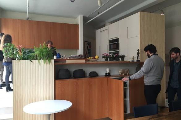 Legno e vetro: un insieme esclusivo per una cucina su misura