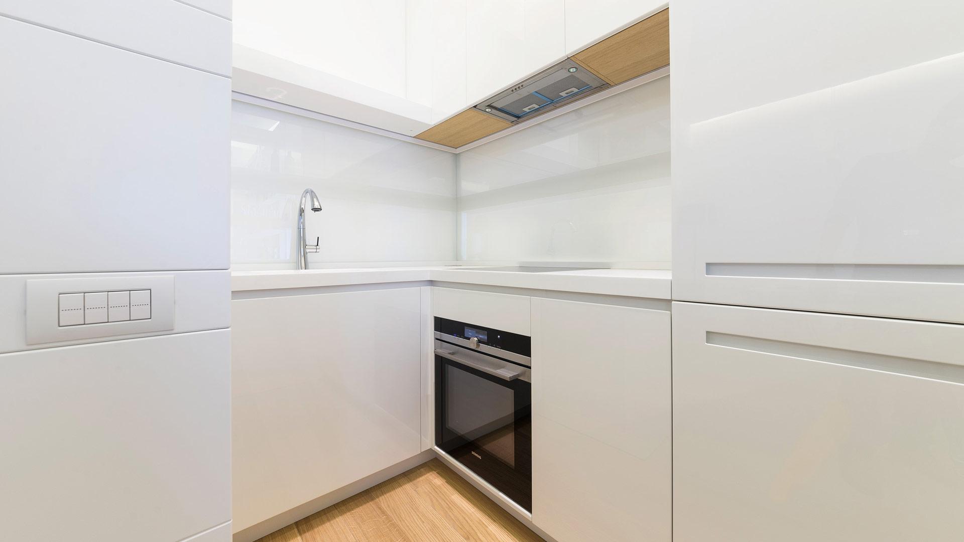 Interior: Private apartment in Rome with a simple, unique and functional design - TM Italia - Area-contract-Cicchetti-05