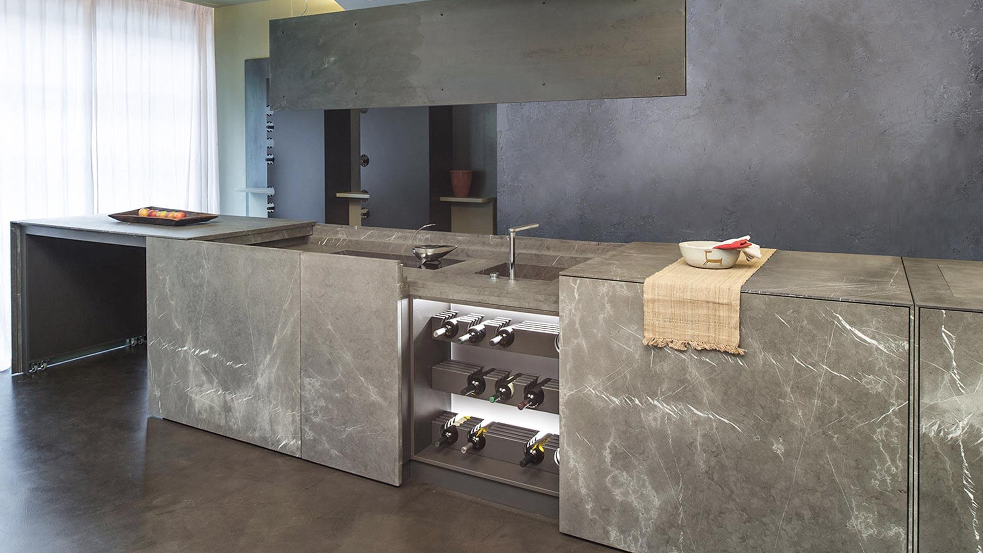 cucina monoblocco a scomparsa in pietra