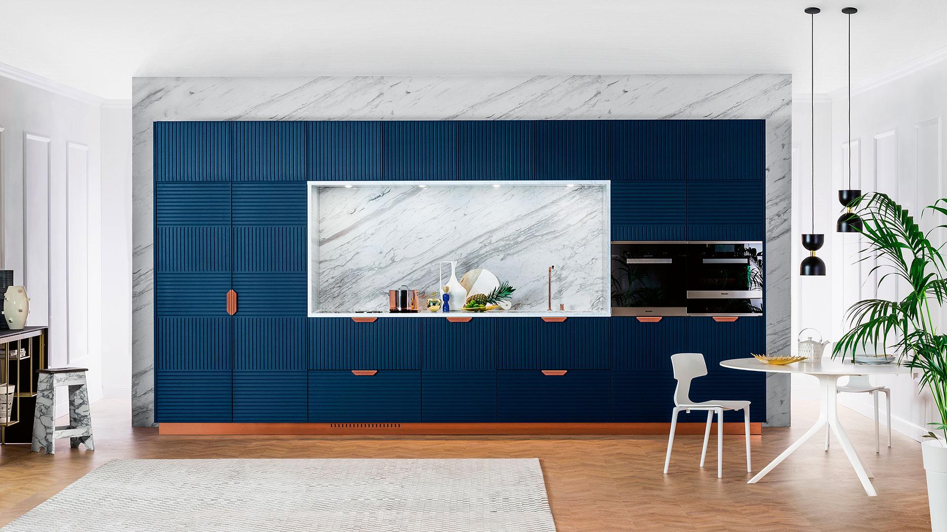Stone kitchen with island or peninsula MIUCCIA | TM Italia 2018 ...