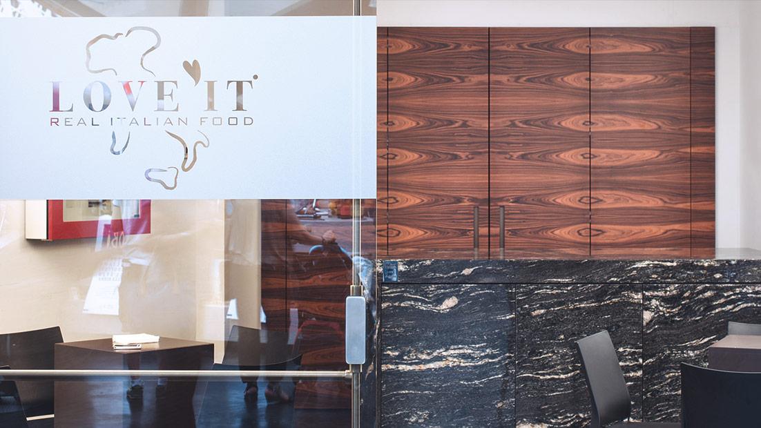 Passepartout, una solida showkitchen in cristallo e acciaio al Cibus 2016 - Cucine su Misura | TM Italia Cucine - loveit-1