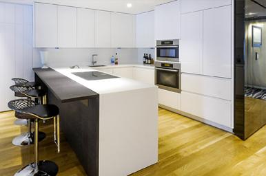 20151003 – Cucina in corian e legno