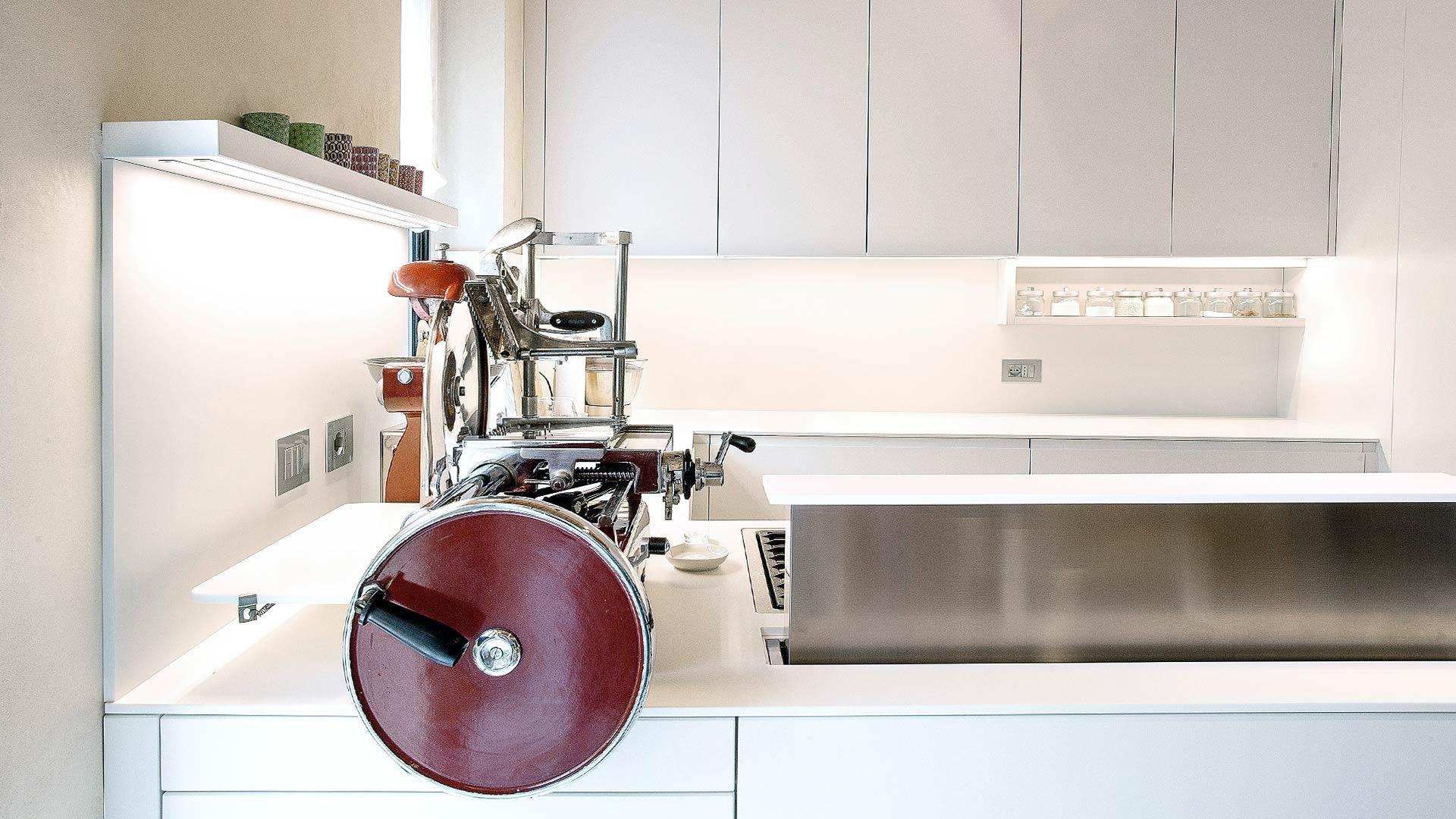 lacquered white kitchen