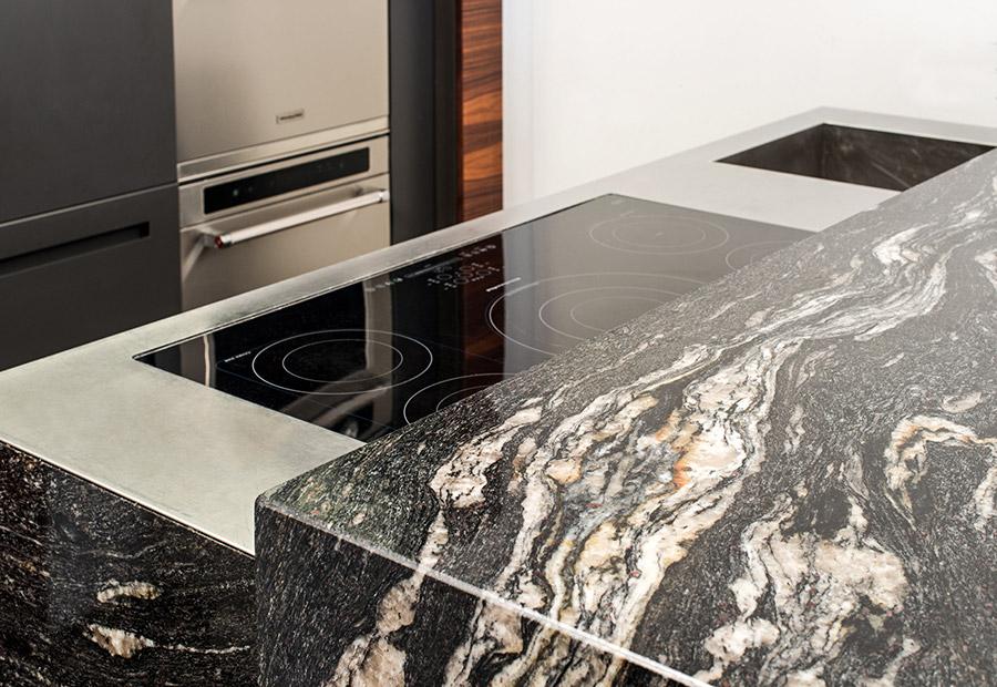TM Italia produce la prima cucina in marmo con trattamento AzeroCare - Cucine su Misura | TM Italia Cucine - TMItalia-news-antolini-gallery-4