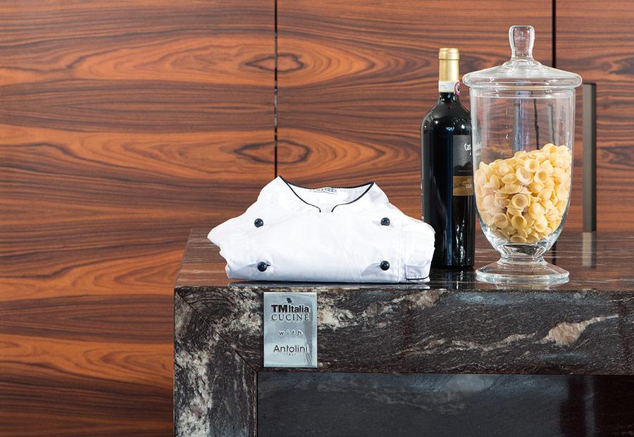TM Italia produce la prima cucina in marmo con trattamento AzeroCare - Cucine su Misura | TM Italia Cucine - TMItalia-news-antolini-gallery-5-1