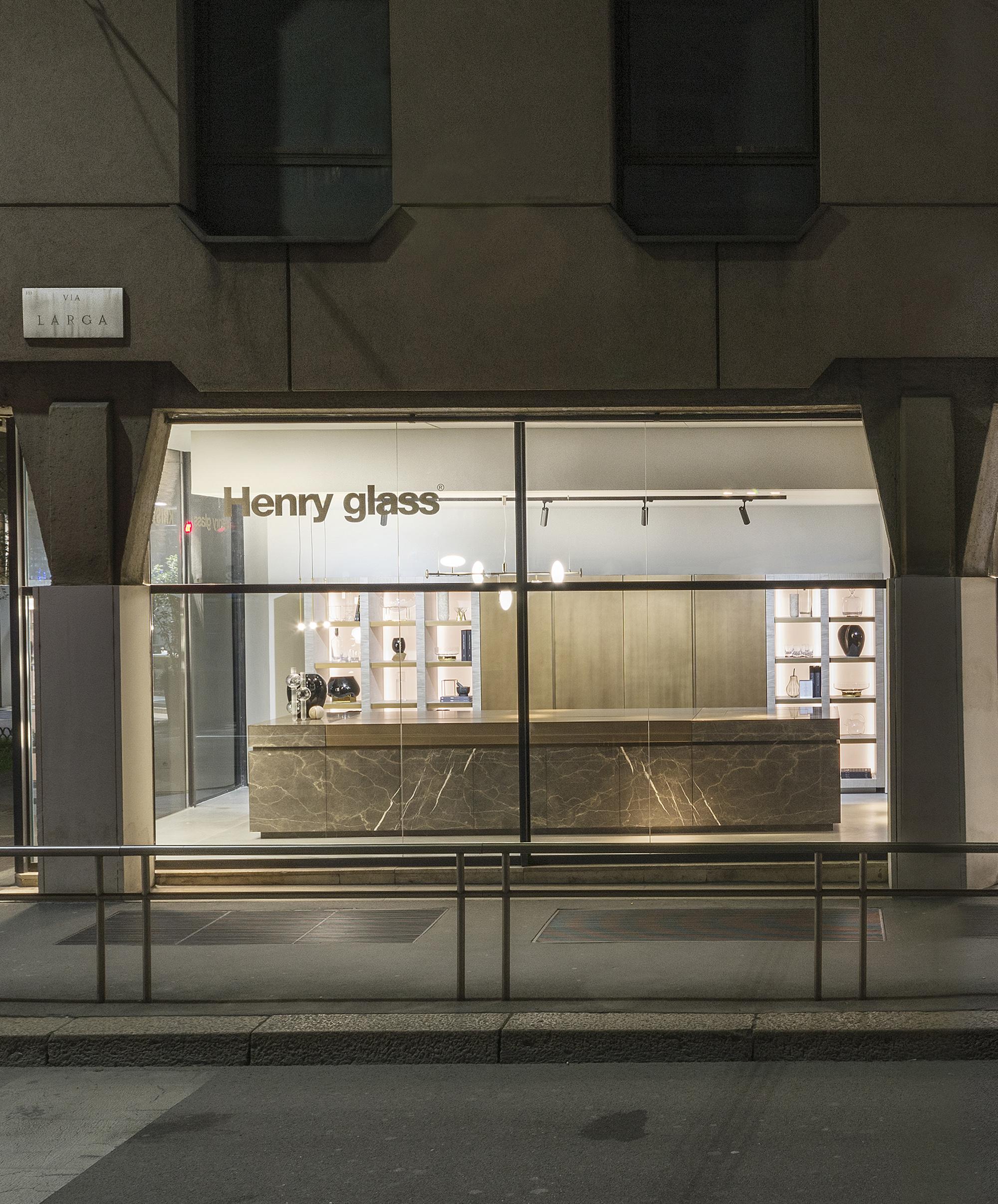 Via Larga 3. A Milano, TM Italia abita un nuovo spazio espositivo dedicato all'alto design italiano. - TM_MI19_Vetrina-Neolite-copy