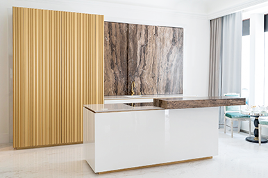 201906 – Bespoke kitchen with island and custom-made doors