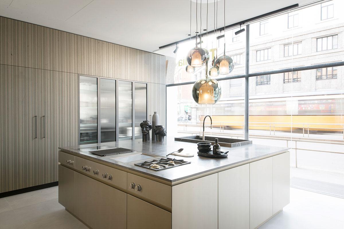 ViaLarga3: l'atelier milanese di TM Italia selezionato da Ambiente Cucina tra i 12 punti vendita più innovativi d'Italia - Cucine su Misura | TM Italia Cucine - gallery-news-INNOVAZIONE-IN-STORE-1