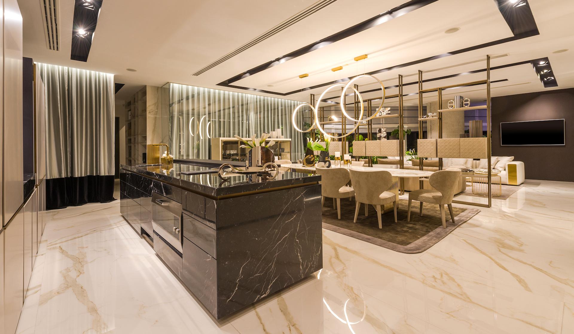 Cucina con lato colonne lineare e isola nello showroom a Cancun - TMItalia_5senses-7755_realizzazione3