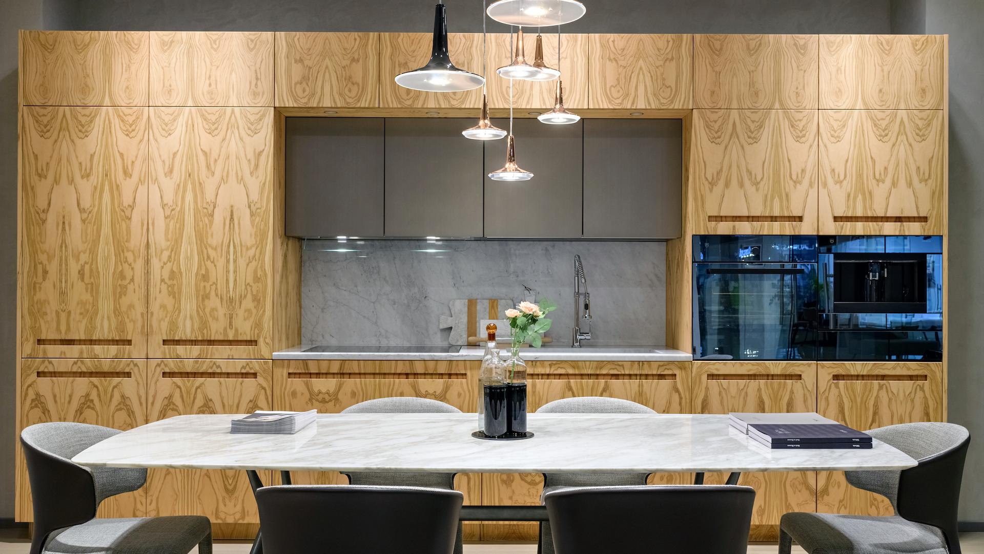 Cucina lineare su concept D90 realizzata da TM Italia a Kiev - TMItalia_D90-a-Kiev_gallery01