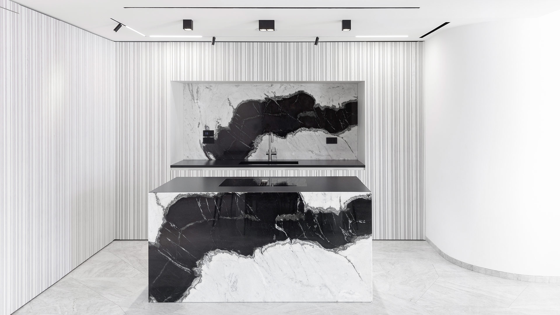 TM Italia   02105 - Corner layout kitchen with central island