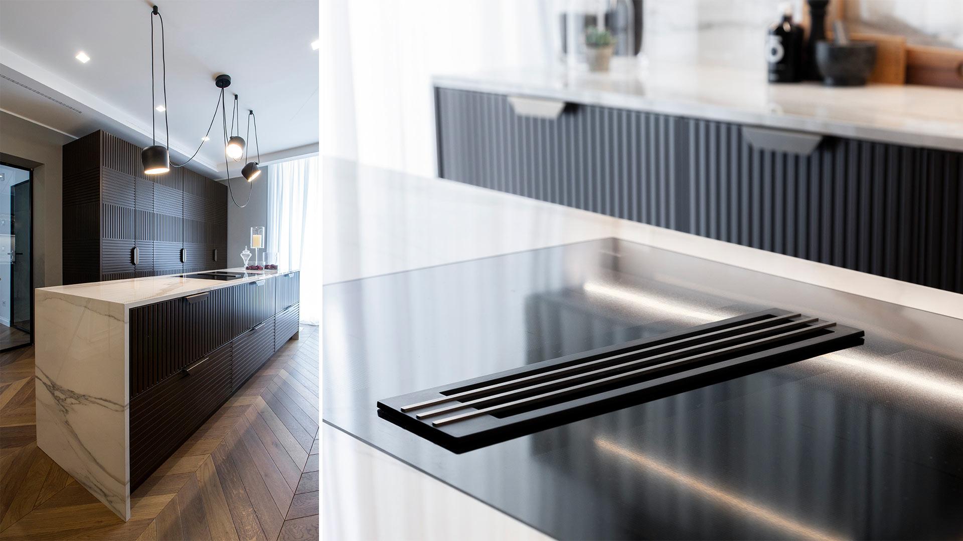 Cucina lineare su due lati con isola centrale