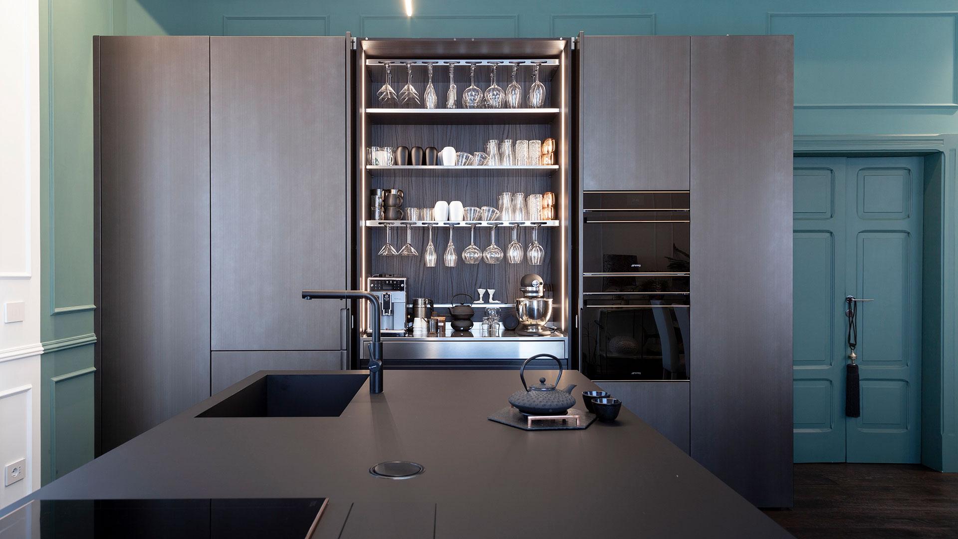 TM Italia | Linear kitchen with an island in Fenix
