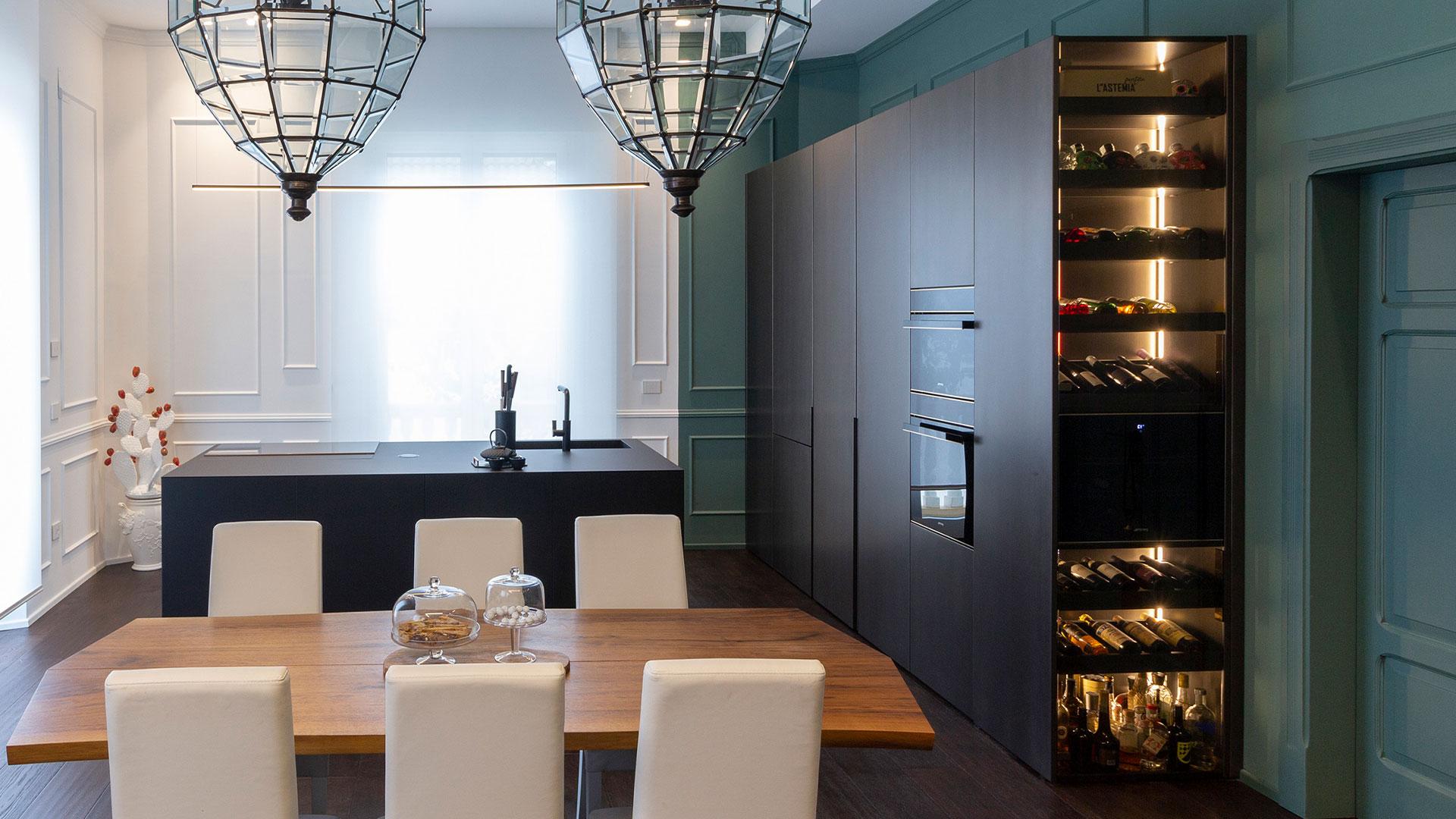 TM Italia | Cucina lineare con isola in Fenix